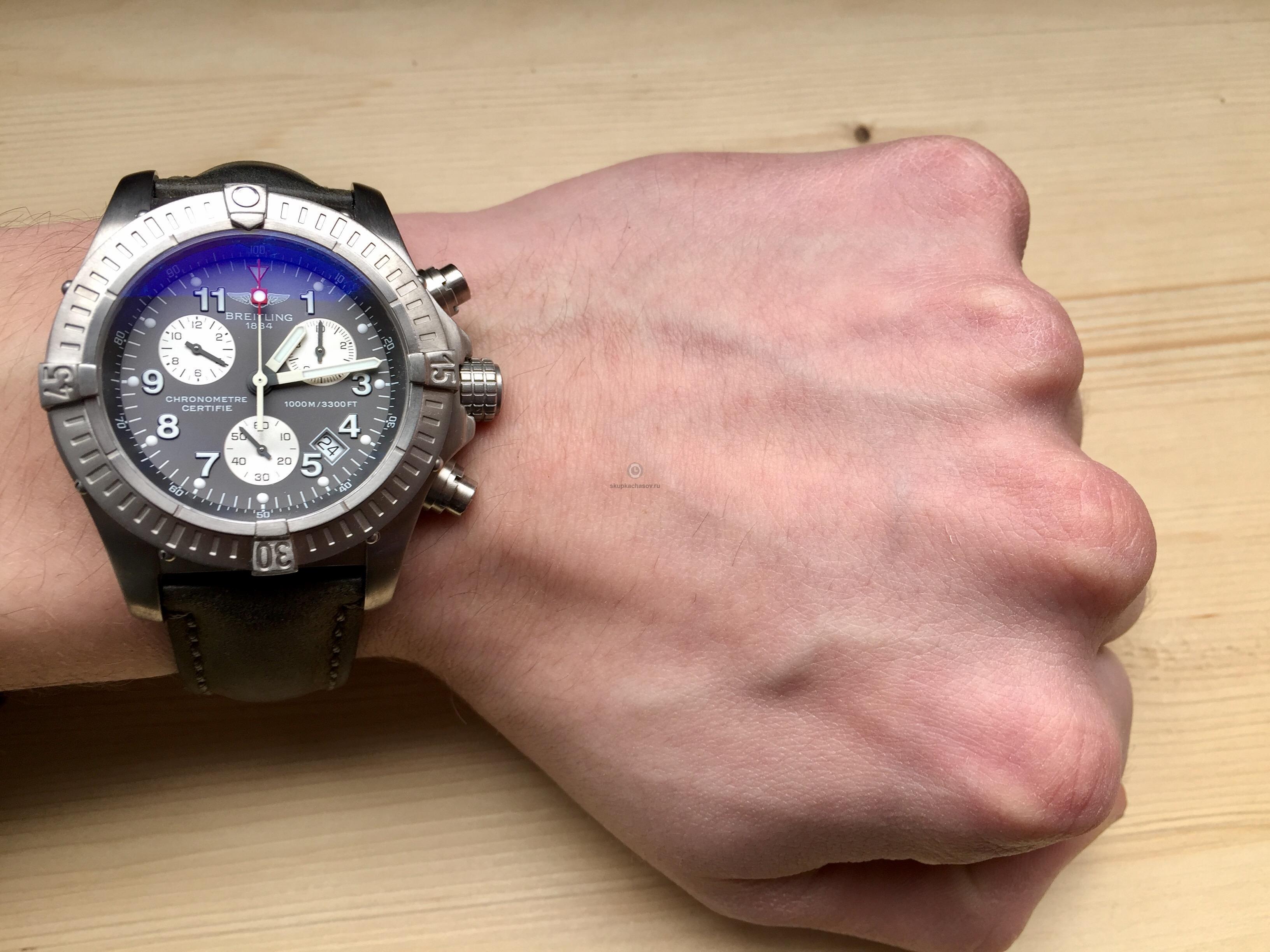 Купить наручные часы Breitling Chrono Avenger M1 в Часовой ломбард ... 40bd7128572